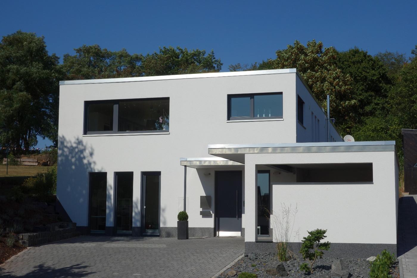 Moderne einfahrten einfamilienhaus  Architekturbüro Studio L2 - Inh. Dirk Lücke